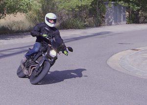 Como iniciar el giro en moto (parte 3)